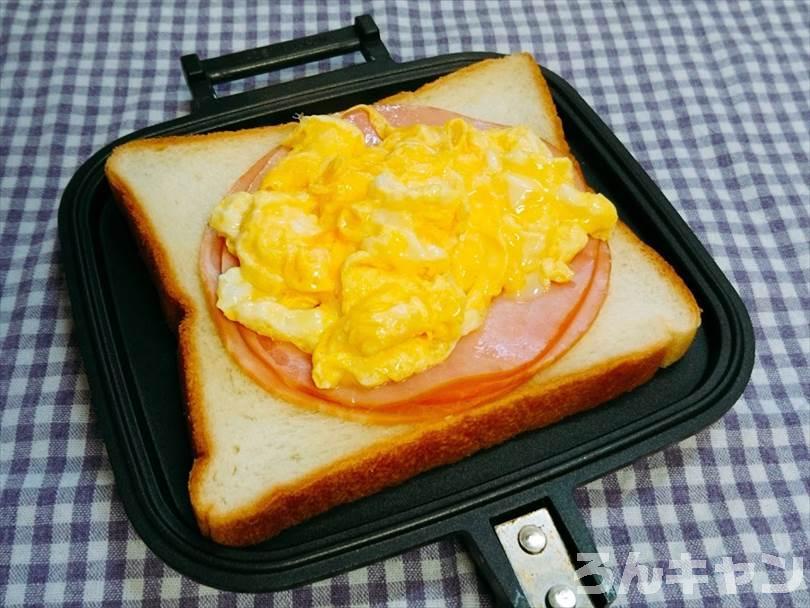 ハムエッグチーズのホットサンド