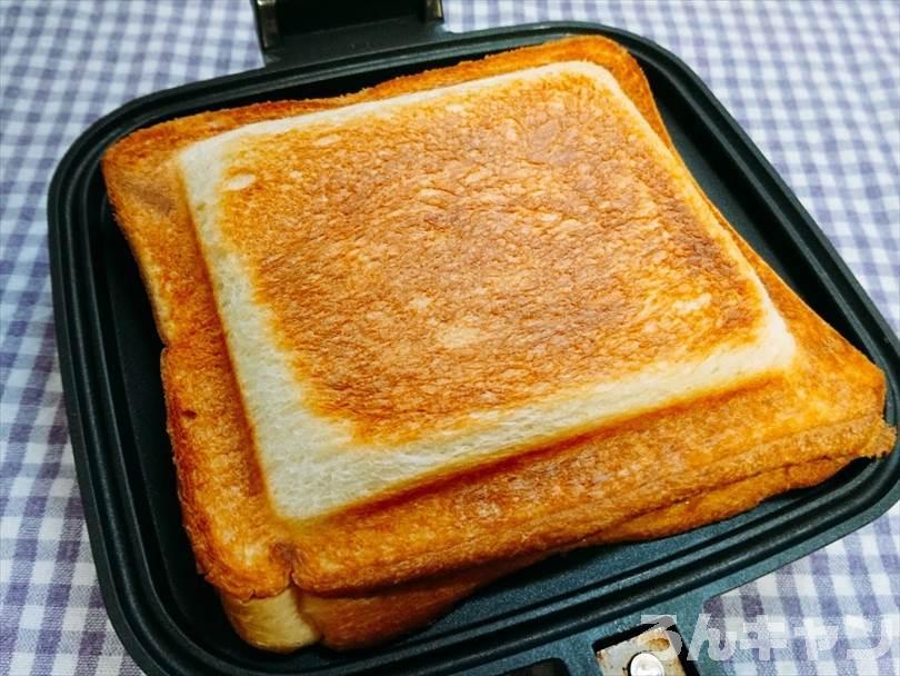ホットサンドメーカーで焼いたハムチーズエッグホットサンド