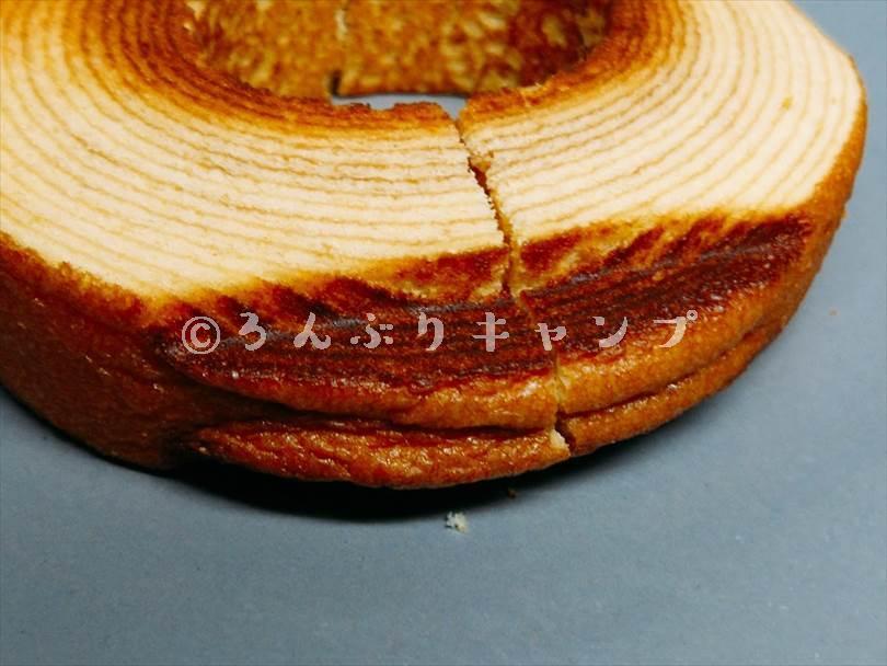 ホットサンドメーカーで焼いたバームクーヘンの圧着されてつぶれた部分