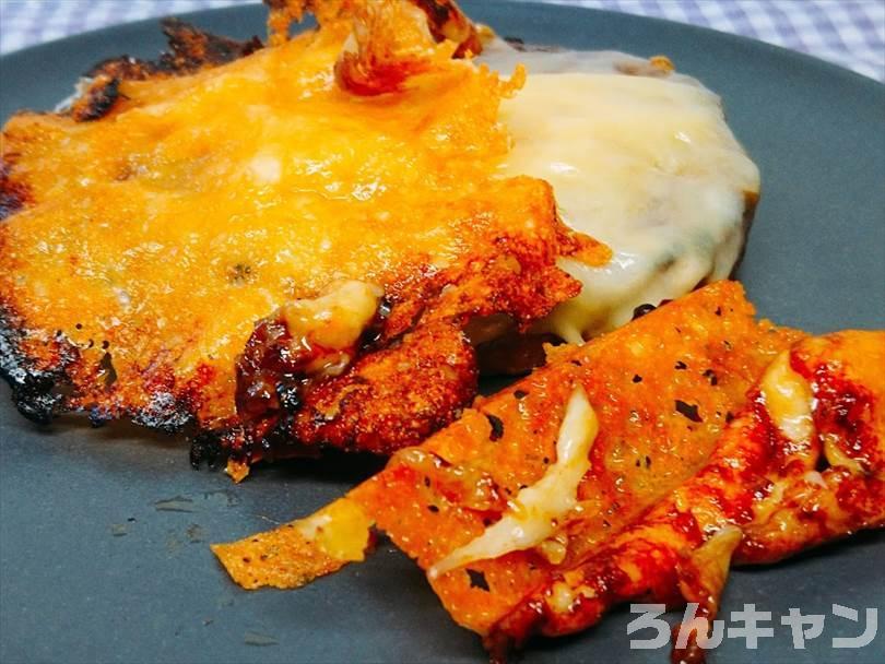 ホットサンドメーカーで焼いた後のハンバーグのカリカリチーズ