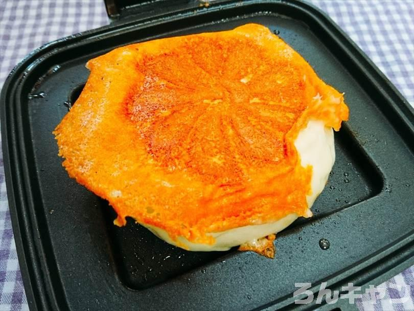 ホットサンドメーカーで焼いたチーズのせ肉まん
