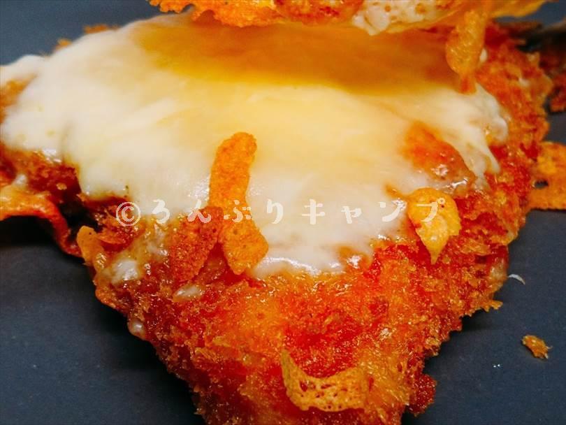 ホットサンドメーカーで焼いた後のアジフライのとろとろチーズ