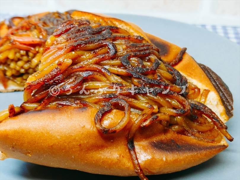 ホットサンドメーカーで焼いた焼きそばパンの焦げ目