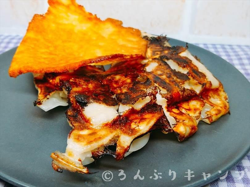 ホットサンドメーカーで焼いた後の餃子とチーズ
