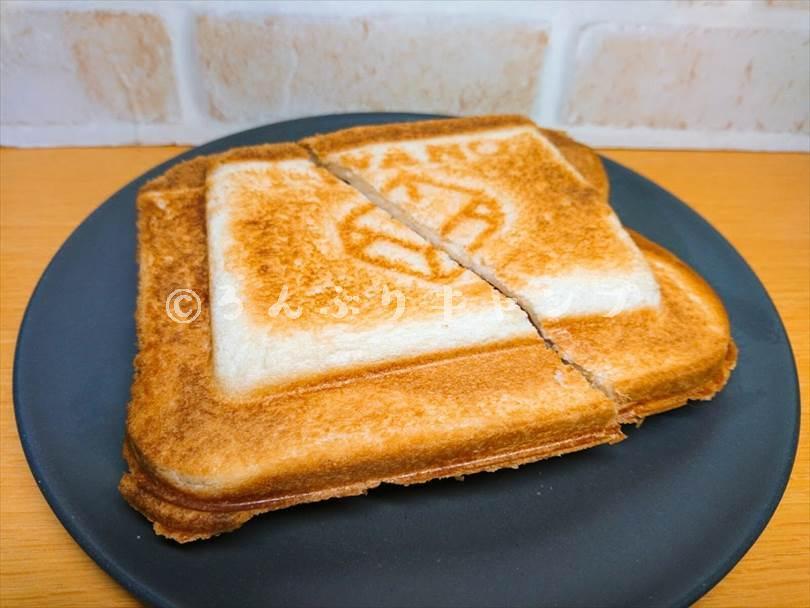 ホットサンドメーカーで焼いた後のハムチーズサンド