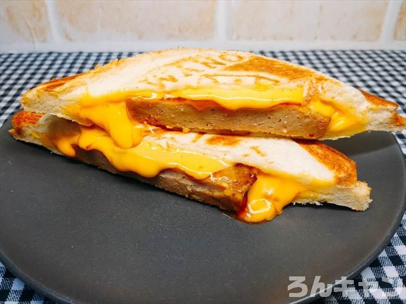 ホットサンドメーカーでチェダーチーズ&ハンバーグのホットサンドを焼く