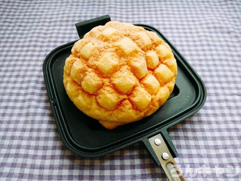 ホットサンドメーカーで焼く前のメロンパン