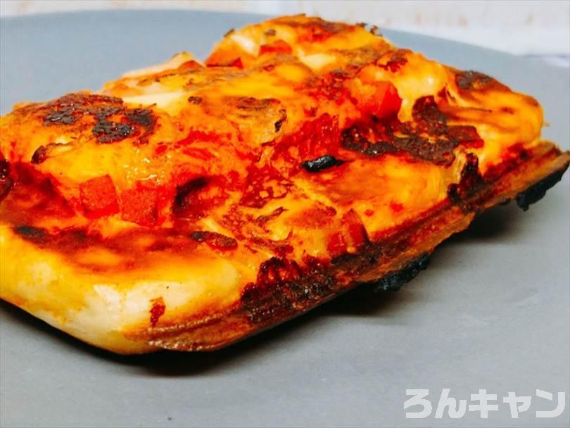 ホットサンドメーカーで焼いたピザパンのフチの部分