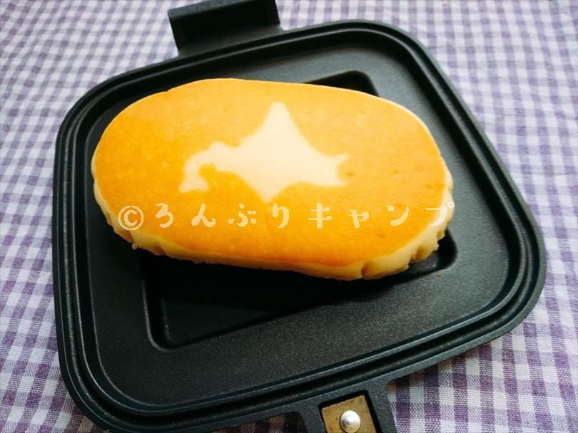 ホットサンドメーカーで焼く前のチーズ蒸しケーキ