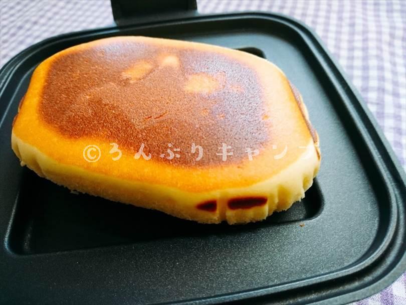 ホットサンドメーカーで焼いた後のチーズ蒸しケーキ