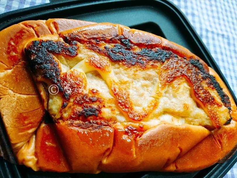 ホットサンドメーカーで焼いた後のツナマヨネーズパン