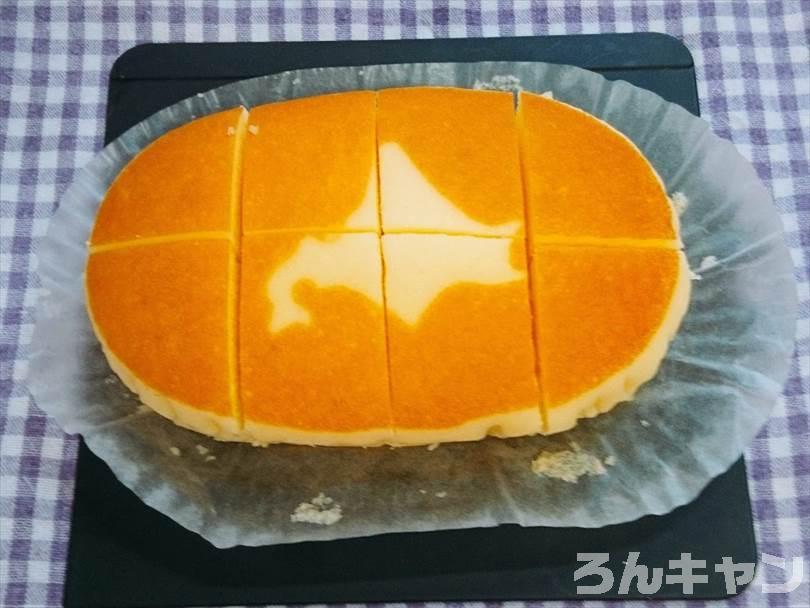 北海道チーズ蒸しケーキに切れ目を入れる
