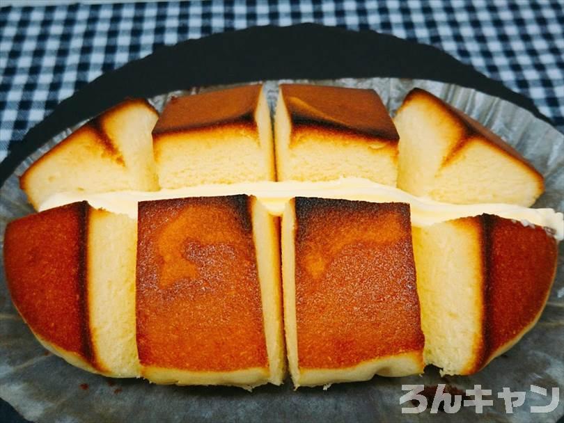 オーブントースターで焼いた北海道チーズ蒸しケーキにバターを塗る