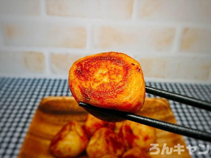 冷凍たこ焼きをフライパンで焼いた(ゴマ油をひいて弱火でじっくり20分くらい)