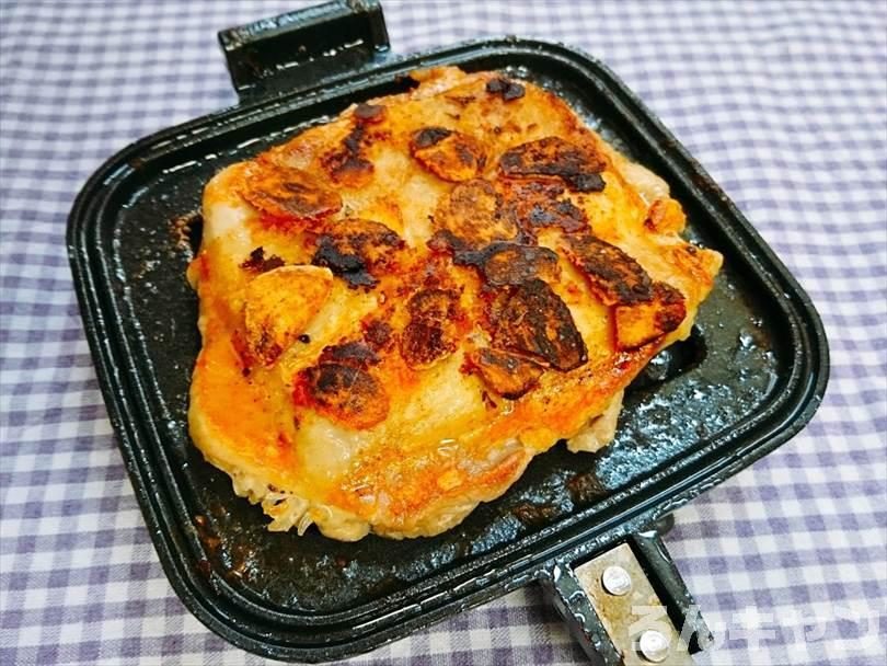 ホットサンドメーカーで焼いた後の鶏もも肉