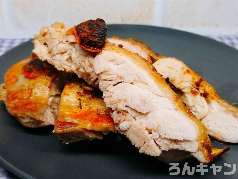 ホットサンドメーカーで焼いた後の鶏もも肉を切った断面