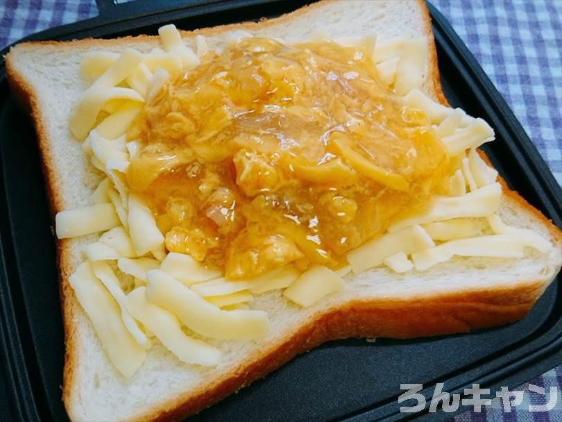ホットサンドメーカーで焼く前の親子丼&チーズ