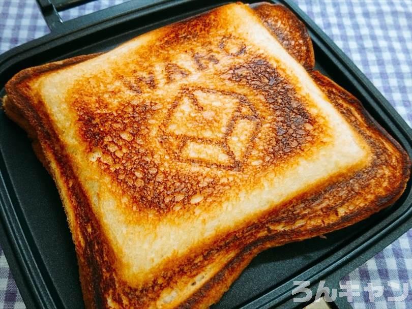 ホットサンドメーカーで焼いた後の親子丼&チーズのホットサンド