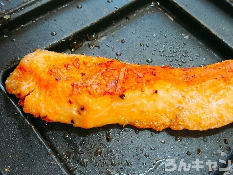 ホットサンドメーカーで焼いた後の鮭