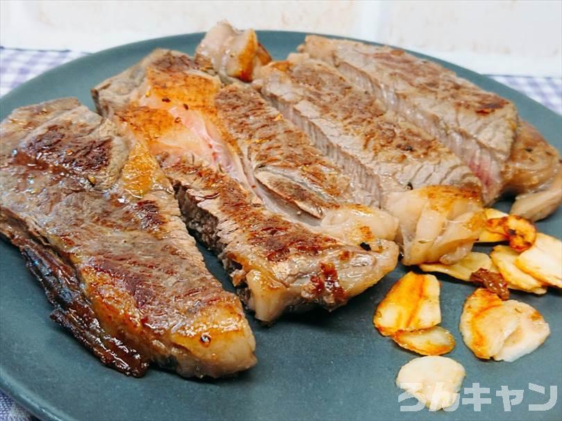ホットサンドメーカーで焼いたステーキ