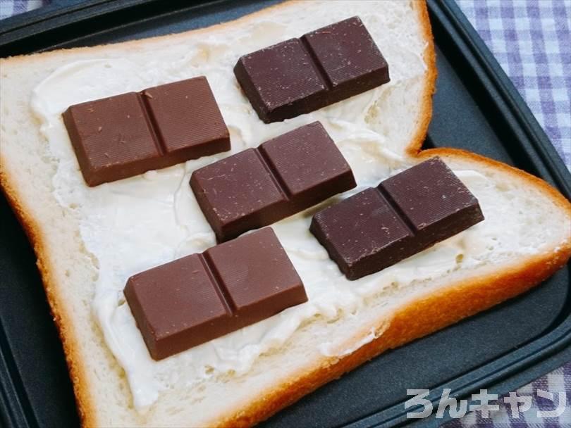 ホットサンドメーカーで焼く前のチョコレート&クリームチーズのホットサンド