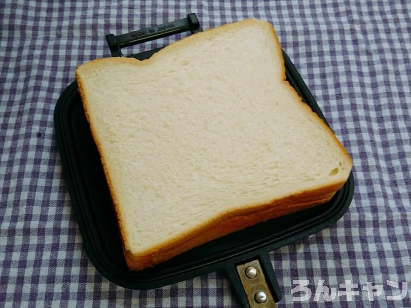 ホットサンドメーカーで焼く前の半熟たまご&とろとろチーズのホットサンド