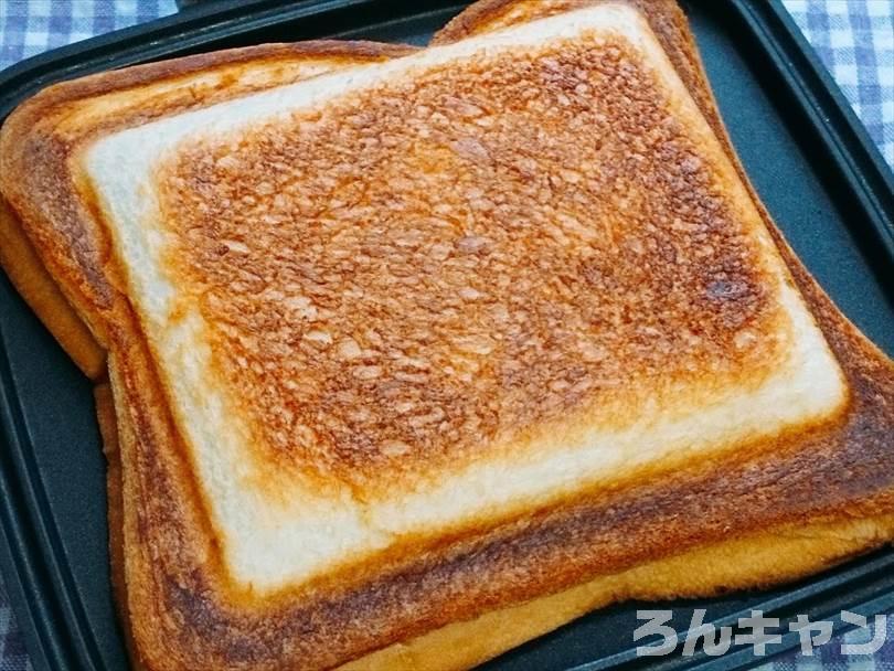 ホットサンドメーカーで焼いた後の半熟たまご&とろとろチーズのホットサンド