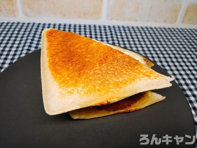 ホットサンドメーカーでハム&マヨネーズのランチパックを重ね焼き(厚切りハムカツととろけるチーズをのせてアレンジレシピ)