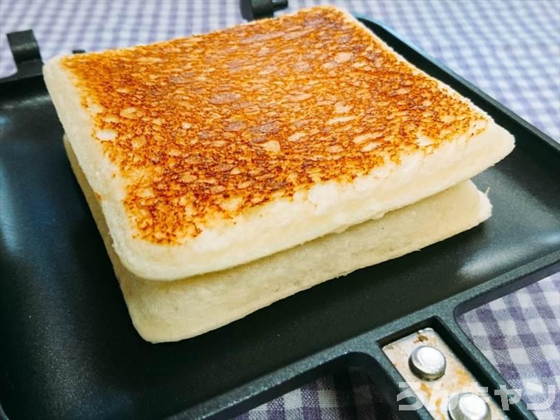 ホットサンドメーカーで焼いた後のランチパック(ピーナッツ味)
