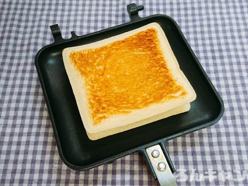 ホットサンドメーカーで焼いたランチパック(ツナマヨネーズ)