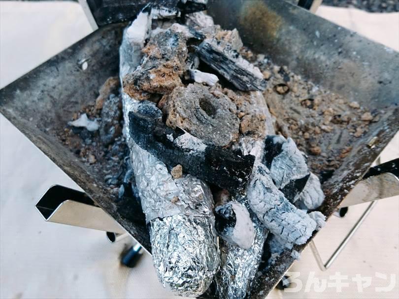 ユニフレームのファイアグリルsoloで焼き芋を焼く
