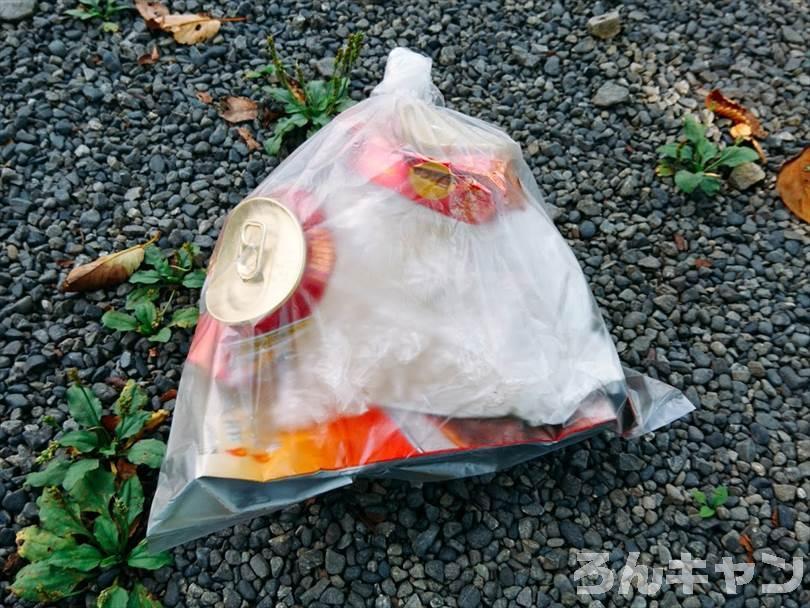 デイキャンプのバーベキューで出たゴミを持ち帰る