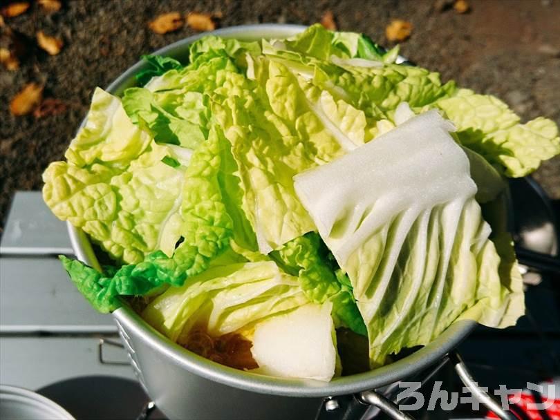 エバラのプチッと鍋「キムチ鍋」を使ってキャンプで鍋料理をつくる