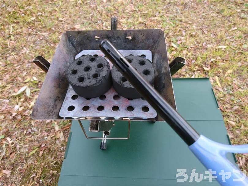ロゴスの『エコココロゴス』(ミニラウンドストーブ4)を使ってキャンプで焼き鳥を焼く