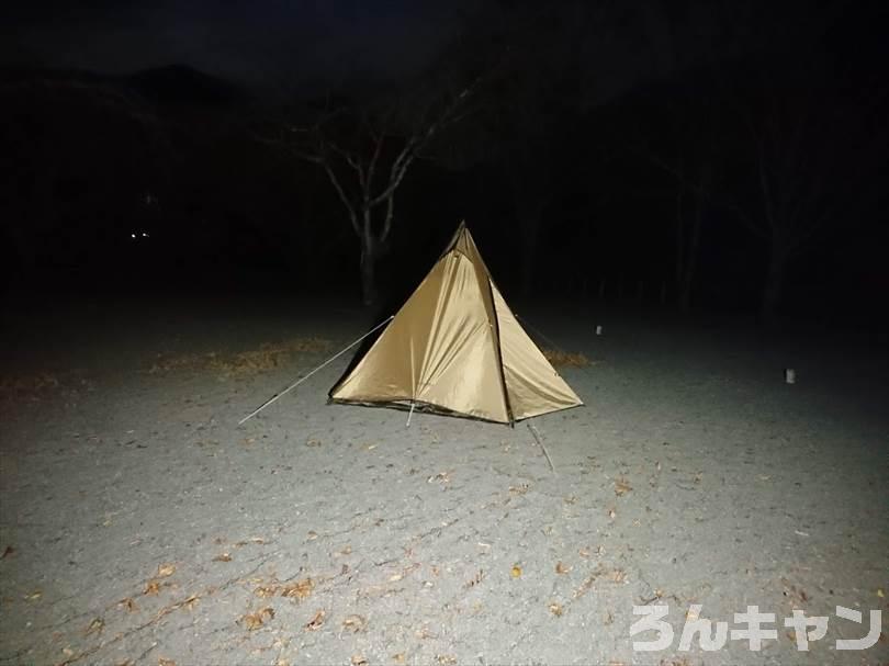 キャンプでWAQ LEDランタンを使った様子