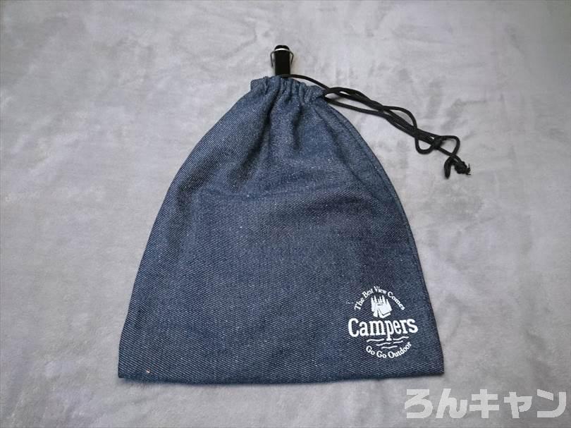 ダイソーのデニム巾着(大)にホットサンドメーカーを収納した状態