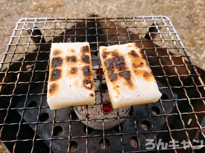 キャンプでお餅を焼いて砂糖醤油で食べる