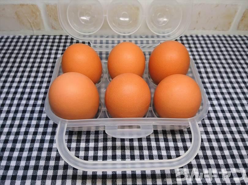 100均ダイソーのエッグホルダーはキャンプに使える(6個入りの卵ケースが便利)