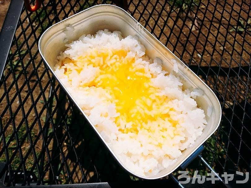 キャンプ場でつくれる簡単な卵料理(卵かけご飯)