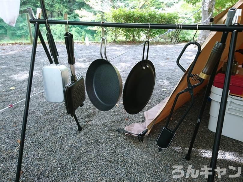 【レビュー】FIELDOORのアウトドアハンガーラック|調理器具や小物を引っかけてスッキリ整理