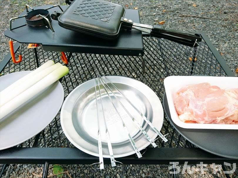 【100均】セリアのステンレス製焼き串(5本組)で簡単焼き鳥|バーベキューで絶品串焼きを味わう